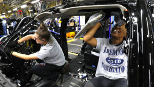 Workers installing visors in a 2018 Ford Expedition SUV at the Ford Kentucky Truck Plant in Louisville, Ky., on Oct. 27, 2017. PHOTO: BILL PUGLIANO/GETTY IMAGES