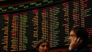 En la Bolsa de Comecio se realizo el remate del 10% de las acciones de la multitienda La Polar la que se adjudico la corredora Larrain Vial.