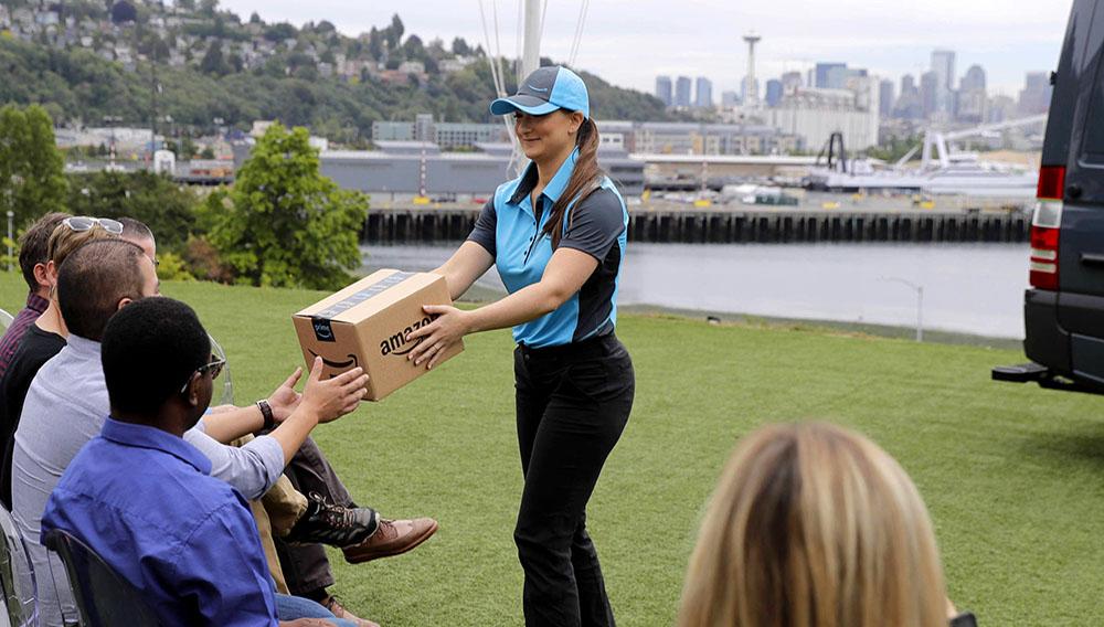 Demostración de entrega de paquetes de Amazon (Photo AP).