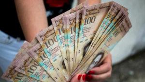 El billete de 100 bolívares fuertes, es el de mayor denominación en Venezuela. CORTESÍA (www.panorama.com.ve)