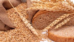 Trigo grano en bolsa y panes.