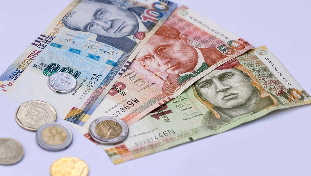 Peruvian bank notes, Nuevos Soles currency from Peru. Photo: Shutterstock
