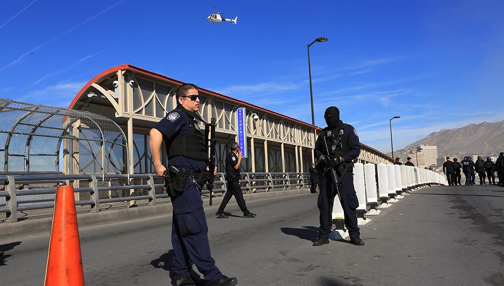 Agentes estadounidenses en El Paso, Texas.