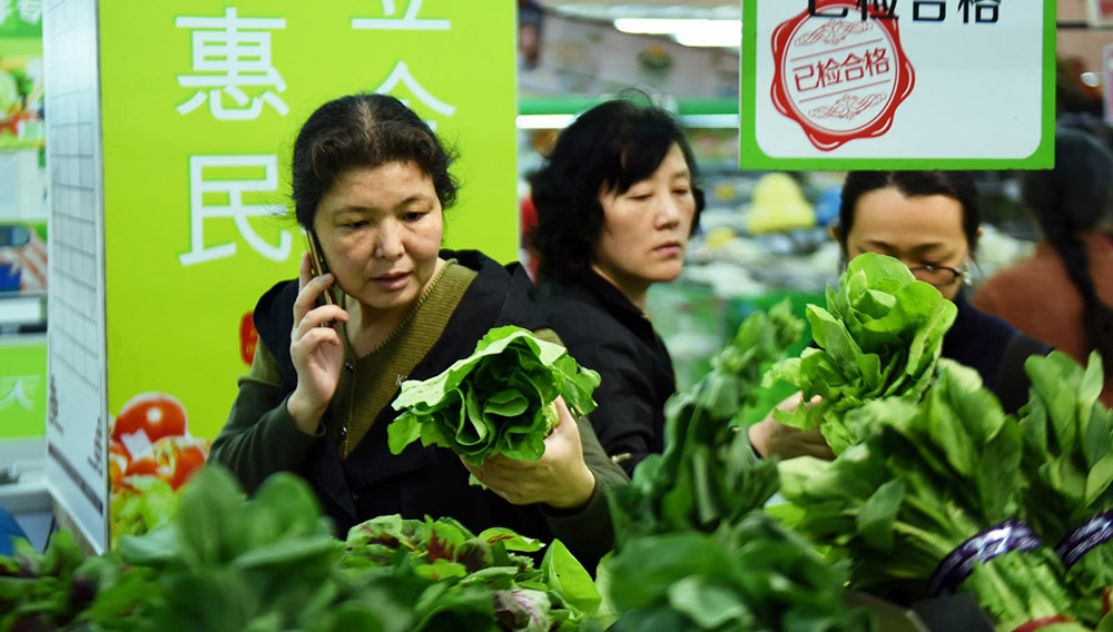 A customer shops for vegetables at a supermarket in Hangzhou, Zhejiang Province. Chinese consumers are tightening their purse strings as mortgages weigh heavily on their finances. (Getty Images)