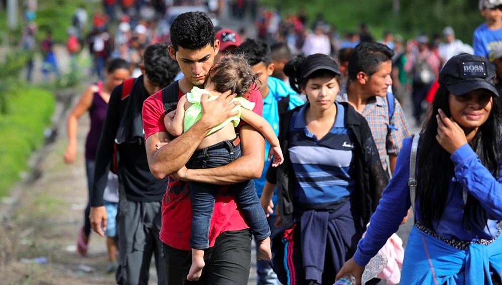 """La caravana de migrantes centroamericanos que avanza por México rumbo a EEUU para solicitar asilo político ha sido estigmatizada como una """"invasión"""" por Donald Trump, quien ha enardecido su discurso antiinmigrante. (Getty Images)"""