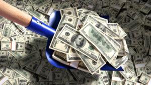 Dinero con la pala. Foto Stock.