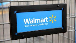 El gigante de la distribución Walmart aumentó este jueves su previsión de ganancias para el año, tras un buen tercer trimestre en ventas en todas sus líneas y en casi todos los mercados donde está presente. GETTY IMAGES NORTH AMERICA/AFP/Archivos / SCOTT OLSON