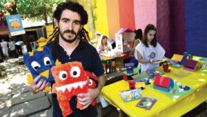 """Manuel Lozano, director de la Fundación Sí: """"Acá fabricamos juguetes y amor"""". Infobae.com"""