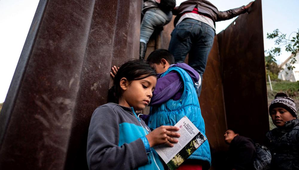 US Border Patrol Detains Migrants Climbing Border Fence at Tijuana.