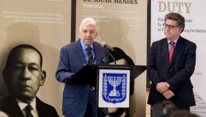 Oswaldo de Rivero, former Permanent Representative of Peru to the United Nations. At right is Gustavo Meza-Cuadra, current Permanent Representative of Peru to the United Nations. UN Photo/Manuel Elias