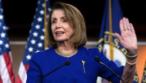 En esta fotografía del 7 de febrero de 2019, la presidenta de la Cámara de Representantes, la demócrata Nancy Pelosi, hace declaraciones a a prensa durante su conferencia noticiosa semanal en el Capitolio, en Washington. (AP Foto/J. Scott Applewhite)