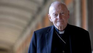 En esta imagen del 13 de febrero de 2013, el cardenal Theodore Edgar McCarrick durante una entrevista con The Associated Press en Roma. (AP Foto/Andrew Medichini, Archivo)
