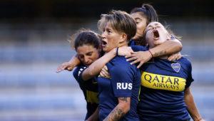 Yamila Rodríguez (segunda desde la izquierda) festeja tras marcar un gol para Boca Juniors ante Lanús en un partido de la liga femenina jugado en el estadio La Bombonera de Buenos Aires, Argentina, el sábado 9 de marzo de 2019. (AP Foto/Natacha Pisarenko)