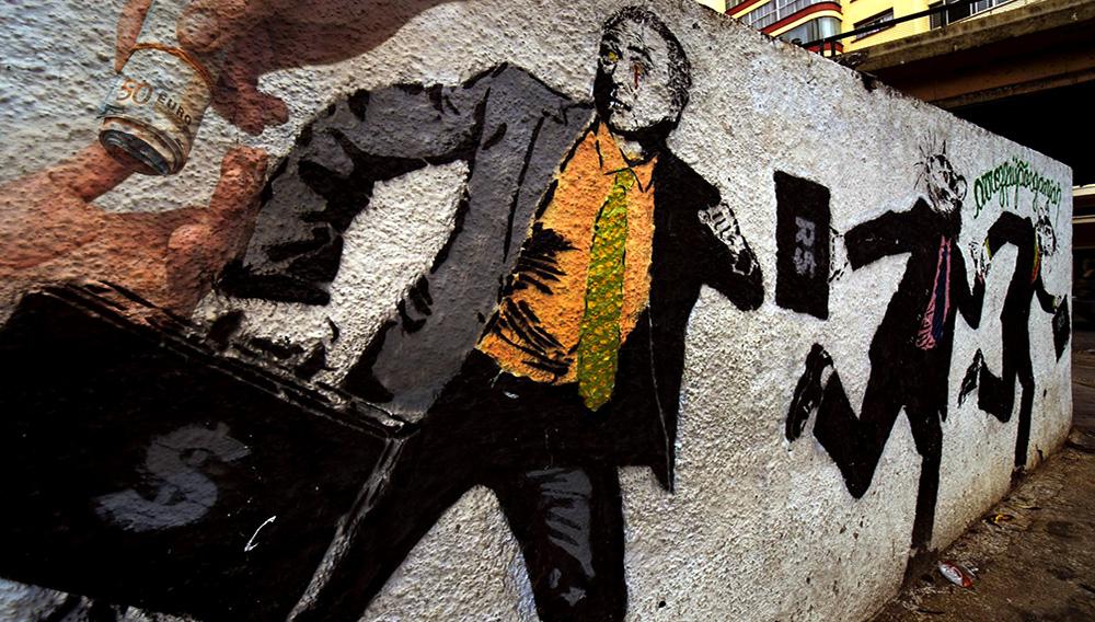Graffiti con la imagen del Presidente Michel Temer corriendo con una maleta de dinero es visto en el centro de Sao Paulo. | Alamy.es