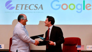 Cuban state-run Telecommunications Company ETECSA's investments vice-president, Luis Adolfo Iglesias Reyes (L), and the head of Google Cuba, Brett Perlmutter (R), shake hands after signing a memorandum of understanding at the Miramar Trade Center in Havana, on March 28, 2019 (AFP Photo/YAMIL LAGE)