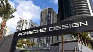 Vista frontal del condominio de lujo Porsche Design Tower, en Miami, Florida.