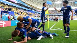 El festejo de los jugadores japoneses tras el gol de penal de Shinji Kawaga (AP)