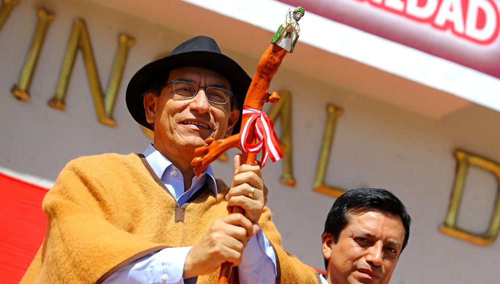 Jefe de Estado de Perú, Martín Vizcarra, entrega diploma que reconoce al Sistema Tradicional de los Jueces del Agua de Corongo (Áncash), como patrimonio cultural inmaterial de la humanidad por la Unesco. 28 de junio de 2018. Foto: Flickr Presidencia Perú.