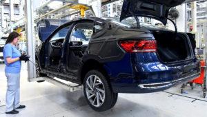 Línea de producción del Volkswagen Virtus en Brasil
