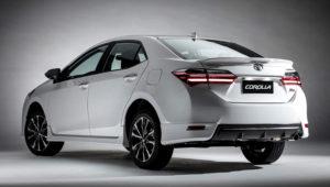 Vista trasera del modelo Toyota Corolla XRS del 2018.