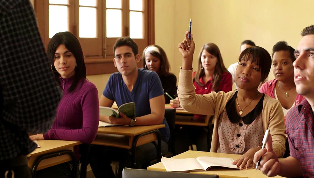 people-at-school-student-raising-hand-and-asking-question-to-professor-during-class-in-college-law-school-university-of-havana-cuba_ejfmqgrg__F0002