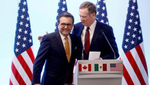 FILE PHOTO: U.S. Trade Representative Robert Lighthizer embraces Mexican Economy Minister Ildefonso Guajardo during a joint news conference on the closing of the seventh round of NAFTA talks in Mexico City, Mexico March 5, 2018. REUTERS/Edgard Garrido/File Photo