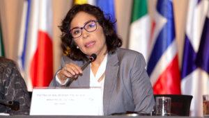 Ministra Patricia Balbuena participa como moderadora en sesión 'Retos pendientes para garantizar los derechos de los pueblos indígenas y las poblaciones afrodescendientes' Tomada el 9 de agosto de 2018. Foto: Ministerio de Cultura Perú (Flickr)