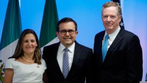 La ministra de Asuntos Globales de Canadá, Chrystia Freeland (i); el ministro mexicano de Economía, Ildefonso Guajardo (c), y el representante Comercial de Estados Unidos Robert Lighthizer (d) posan durante una rueda de prensa ayer, martes 5 de septiembre de 2017, en Ciudad de México (México). EFE