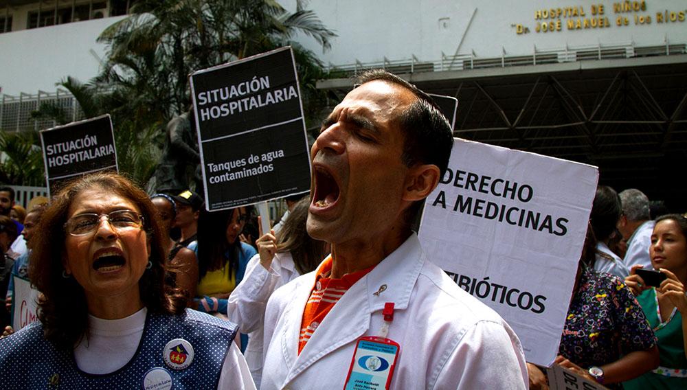 Protestas en los hospitales de Caracas. Foto: Francisco Bruzco