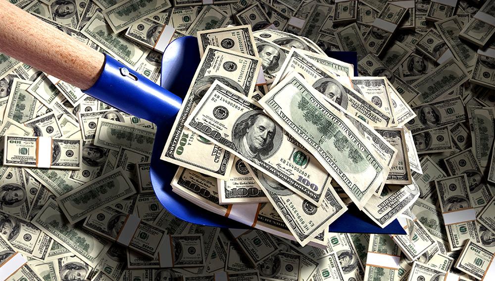 Pala de dinero. Fotografía de estudio, de dinero estadounidense de cien dólares. Foto Stock.