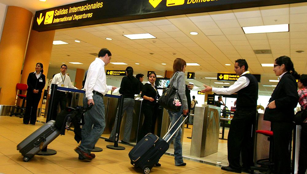 Sunat agiliza proceso de revisión de equipajes. Foto: Andina