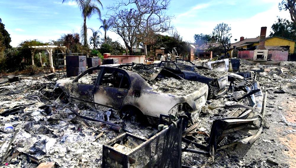 Restos de autos y viviendas destruidas por las llamas del Woolsey Fire en Malibú, California, el 13 de noviembre de 2018. AFP / Frederic J. BROWN