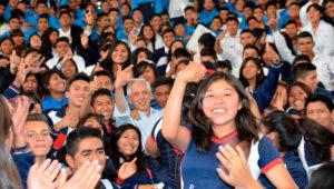 Vicepresidente de Bolivia entrega 8 mil computadoras a estudiantes de sexto de secundaria en Cochabamba. Foto: Comunicacion.gob.bo