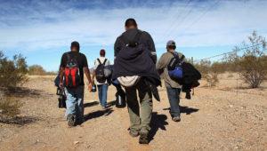 La organización Ángeles del desierto busca a inmigrantes desaparecidos en Texas.