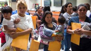 El gobierno estadounidense ha separado a 2.300 hijos de 2.200 padres desde mediados de abril. GETTY IMAGES