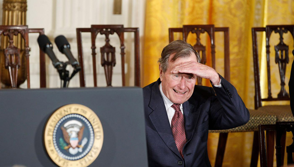 Former U.S. President George H.W. Bush looks into the audience during the Medal of Freedom ceremony at the White House in Washington February 15, 2011. REUTERS/Larry Downing (UNITED STATES - Tags: POLITICS IMAGES OF THE DAY) - RTR2IN6X