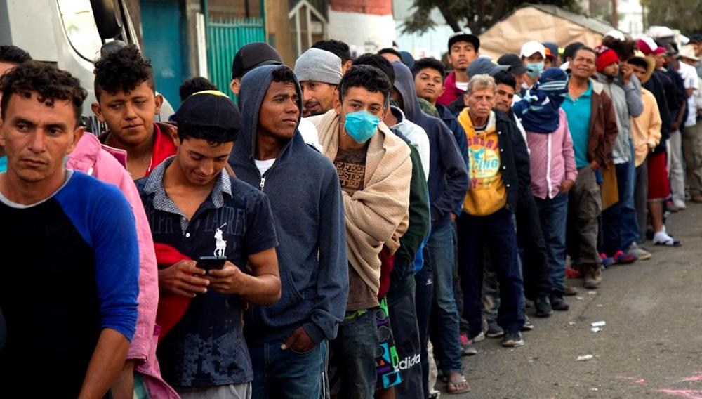 Según autoridades mexicanas, unos 9.000 centroamericanos llegaron a México desde el 19 de octubre en distintos grupos, de los cuales más de 7.000 arribaron a Mexicali y Tijuana, estado de Baja California, para allí pedir asilo en Estados Unidos y otros 2.000 en otros lugares del país. EFE/Alonso Rochin