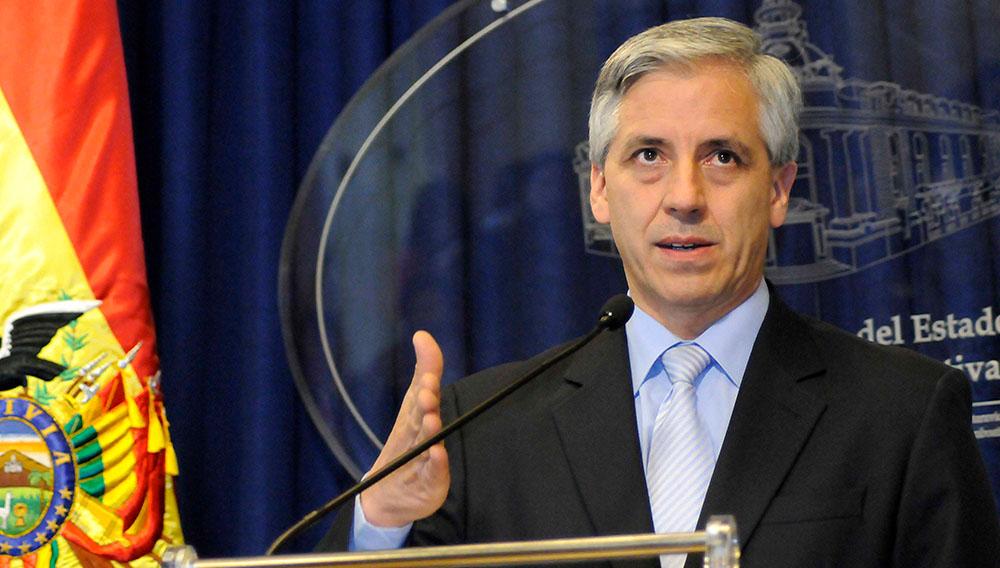 El vicepresidente Álvaro García Linera ratificó el miércoles la anulación del contrato con la empresa brasileña OAS para la construcción de una carretera. Foto: Ministerio de Comunicación.