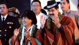El presidente Evo Morales junto a su homólogo Nicolás Maduro en su visita a Bolivia. Foto: ABI