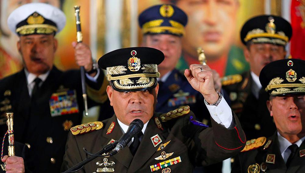 Las Fuerzas Armadas ratifican su apoyo a Maduro y denuncia una «guerra híbrida» contra Venezuela. Vladimir Padrino, durante su intervención - REUTERS