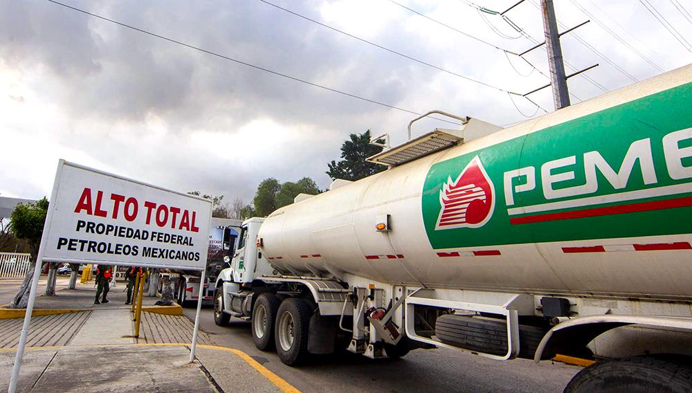 AMLO lanza convocatoria para contratar 2,000 conductores de pipas.   Televisa.com