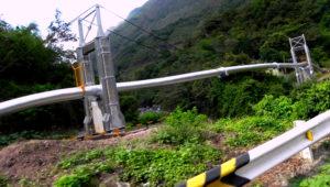 Reforzamiento de la estructura de cruce del Oleoducto Nor Peruano, a través de los ríos en la zona de selva.   lagesa.com.pe