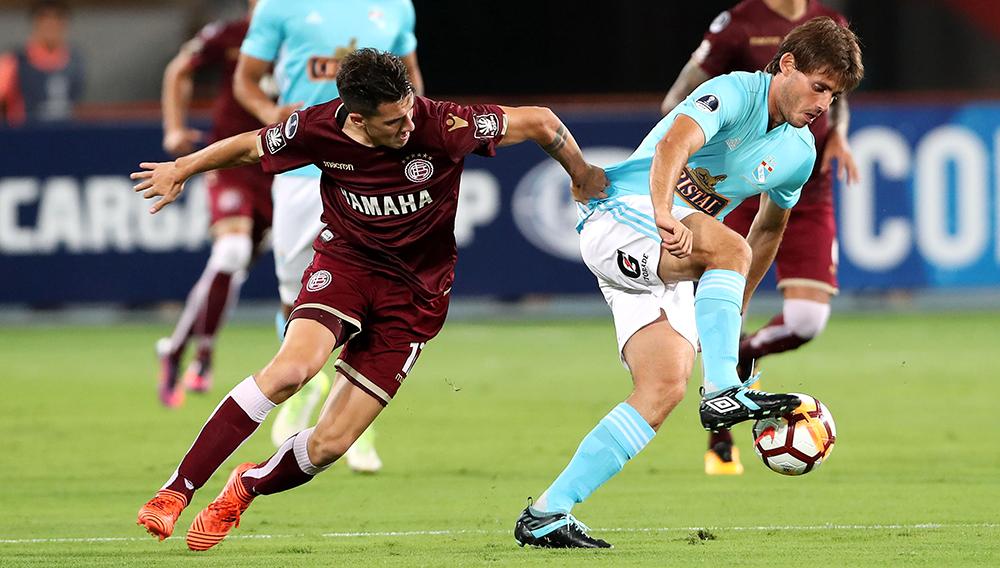 Sporting Cristal vs. Lanús. Celestes ganaron 2-1 pero quedaron eliminados de la Copa Sudamericana. | Foto: EFE.