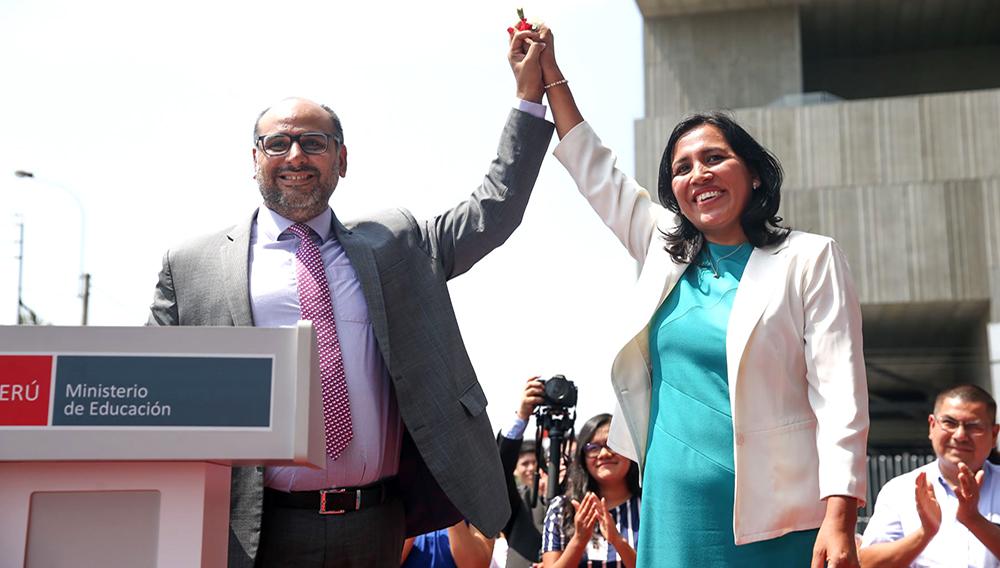 Ministra de Educación de Perú, Flor Pablo Medina, involucrada en un grave caso de distribución de material educativo para escuelas públicas con alto contenido sexual.