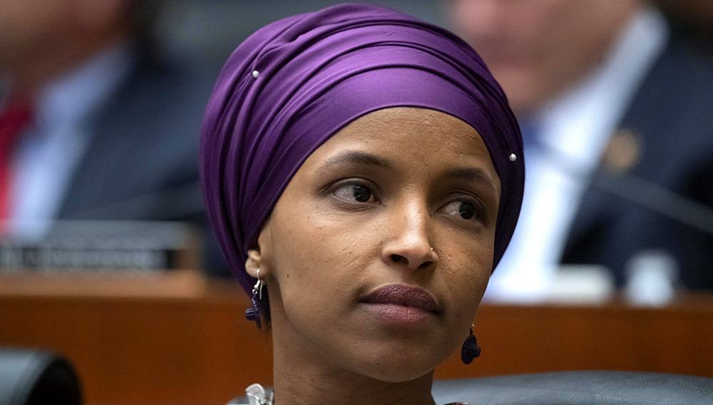 La congresista demócrata de Minnesota, Ilhan Omar, participa en las sesiones en el Capitolio, en Washington, el 6 de marzo de 2019. (AP Foto/J. Scott Applewhite, File)
