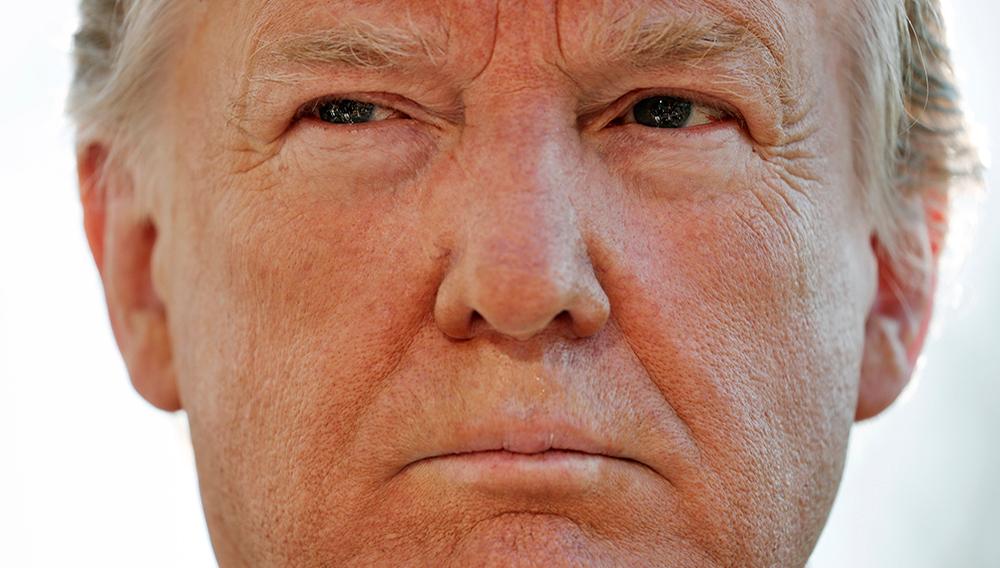 10.04.2019, USA, Washington: Donald Trump, Präsident der USA, nimmt vor dem Weißen Haus auf dem Weg zu seinem Helikopter Marine One an einem Gespräch mit Journalisten teil. Foto: Pablo Martinez Monsivais/AP/dpa