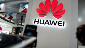 Un logotipo de Huawei en una tienda de aparatos tecnológicos este lunes 20 de mayo en Pekín. AFP / Fred Dufour