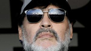 Diego Armando Maradona antes de un partido de los Dorados de Sinaloa, en San Luis de Potosí, México, el 5 de mayo de 2019. AFP / Ulises Ruiz