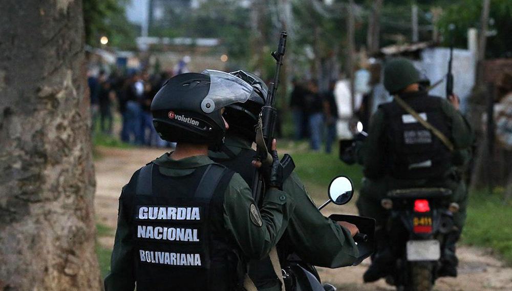La GNB patrulla los pueblos fronterizos con Colombia.   Venepress