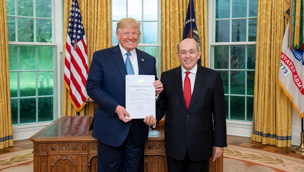 The President of the United States, Donald Trump, receives in the White House the Peruvian Ambassador Hugo de Zela. Photo: Ministry of Foreign Affairs of Peru.
